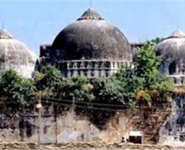 अयोध्या : मुस्लिम संगठनों में श्रेय लेने की मची होड़, वकील के खर्चों को लेकर जुबानी जंग शुरू