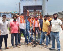 धनबाद: बजरंग दल ने शहीद हुए जवानों को दिया श्रद्धांजलि