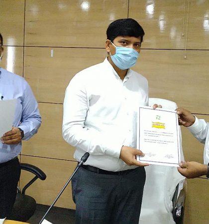 डीएलसीसी की बैठक में, क्षेत्रवार उत्कृष्ट उपलब्धि के लिए बैंक को दिया गया प्रशस्ति पत्र