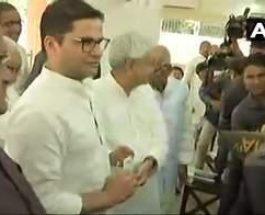 बिहार : चुनावी रणनीतिकार प्रशांत किशोर जेडीयू में हुए शामिल