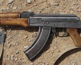 बिहार के मुंगेर में कुएं से 12 एके-47 बरामद, हथियार देख मची सनसनी