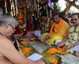 मुख्यमंत्री रघुवर दास ने जगन्नाथ पूजा-अर्चना कर राज्य के लिए मांगी अमन-चैन व शांति