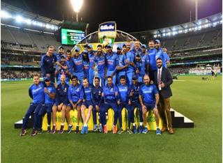 मेलबर्न : इंडिया ने ऑस्ट्रेलिया को हराकर द्विपक्षीय वनडे सीरीज जीती, विराट की कैप्टन शीप में रचा इतिहास