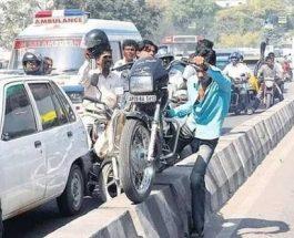 ट्रैफिक रूल्स के उल्लंघन से ही अत्यधिक दुर्घटनाएं