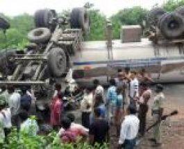 कोडरमाः घाटी में पलटा एलपीजी लदा टैंकर, टल गया बड़ा हादसा
