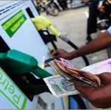 तेल उत्पादन में 50 फीसदी की कमी, पेट्रोल-डीजल की कीमतों में 7 रुपये तक की होगी वृद्धि!