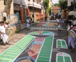 कोलकाता : सोनागाछी की यौनकर्मियों को अधिकारों के समर्थन में बनाया 300 फीट लंबा स्ट्रीट आर्ट