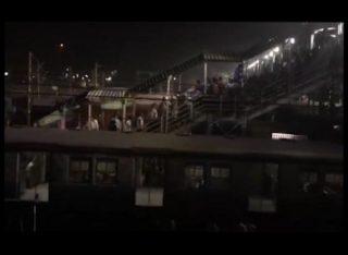कोलकाता : सांतरागाछी स्टेशन के फुटब्रिज पर मची भगदड़ दो लोगों की मृत्यु, 17 लोग घायल